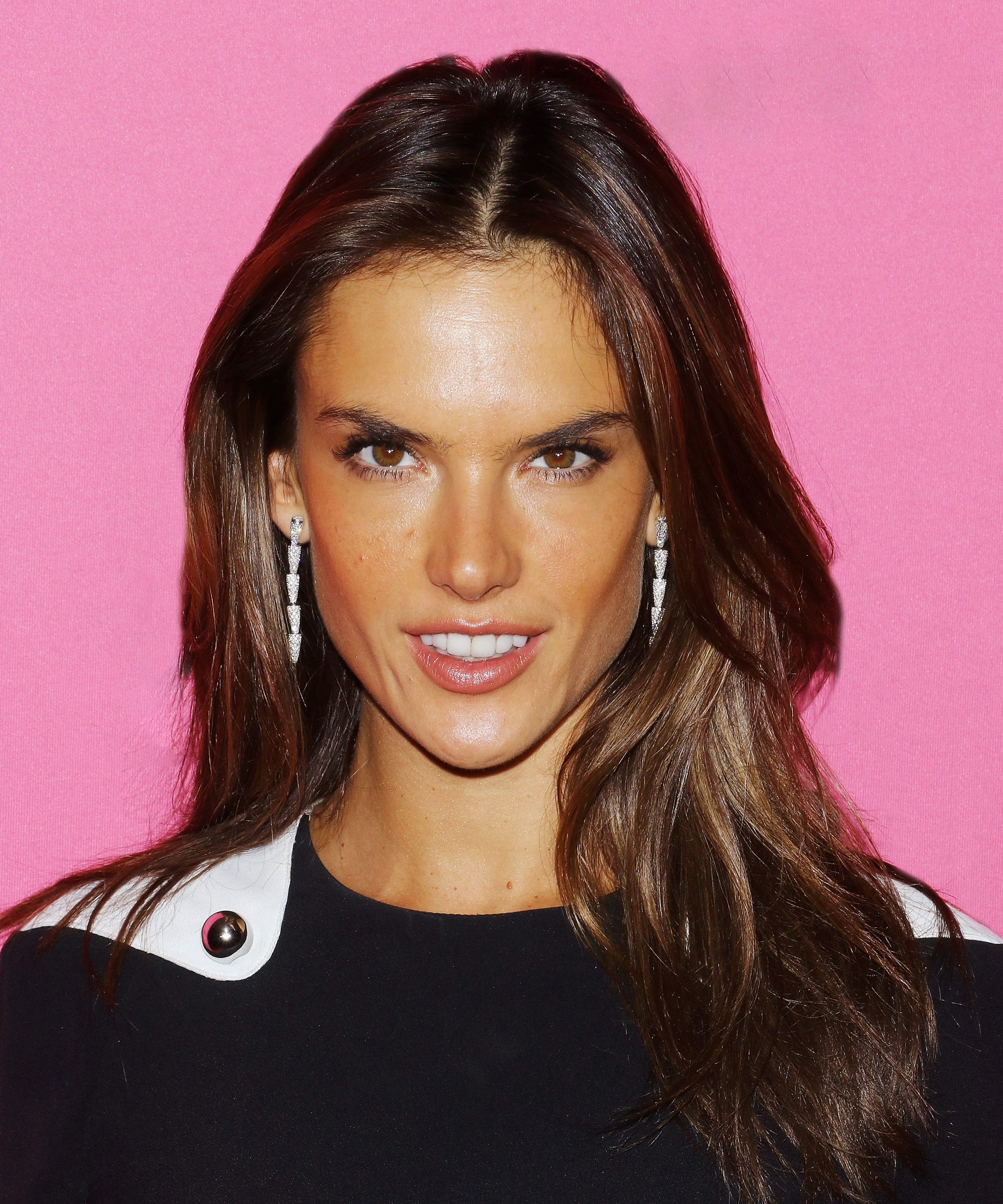 Alessandra Ambrosio's New Haircut Is Giving Us Bob Envy
