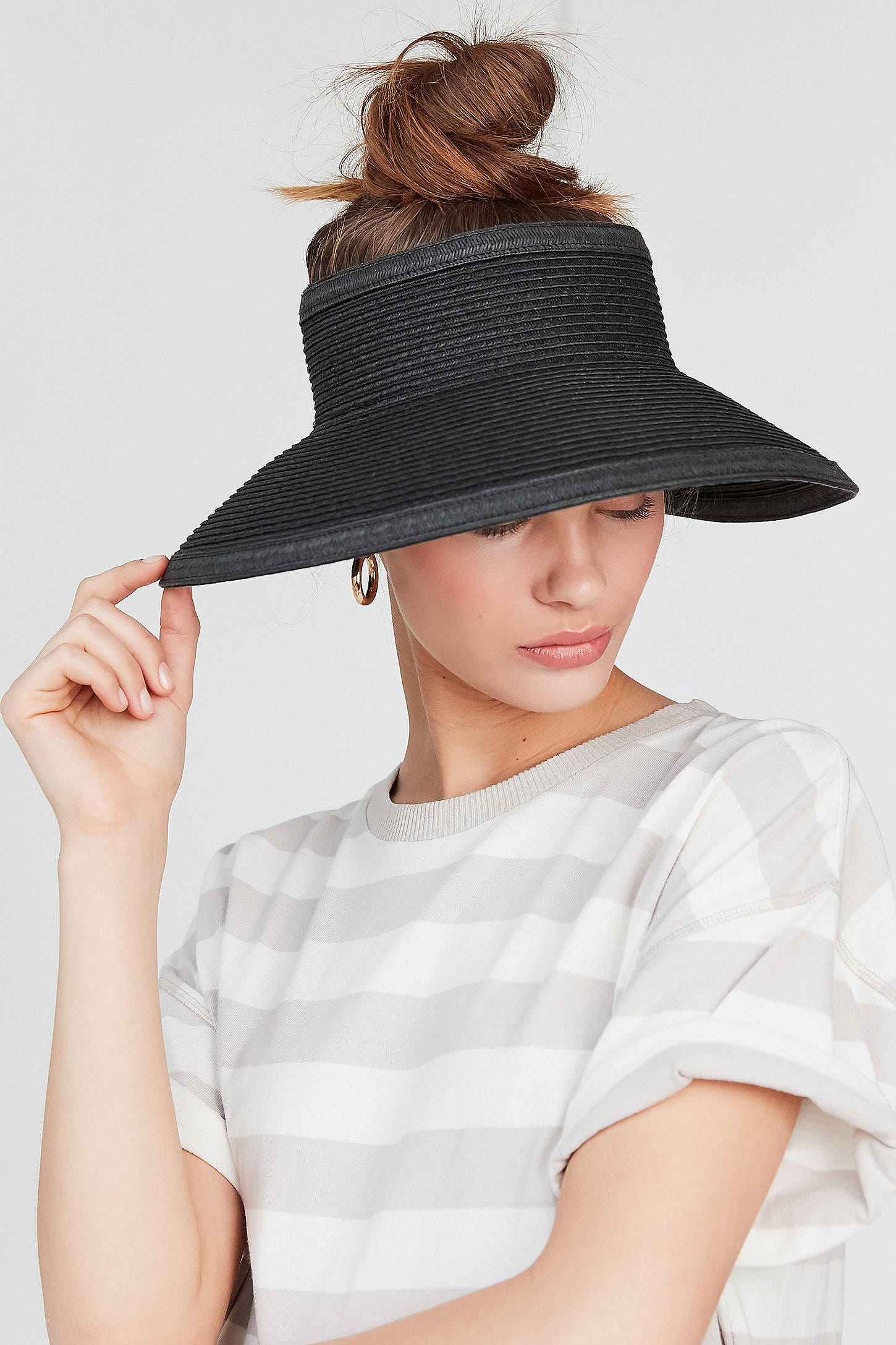 85b541e9f35 Straw Visors Are The New Summer Essential To Pack