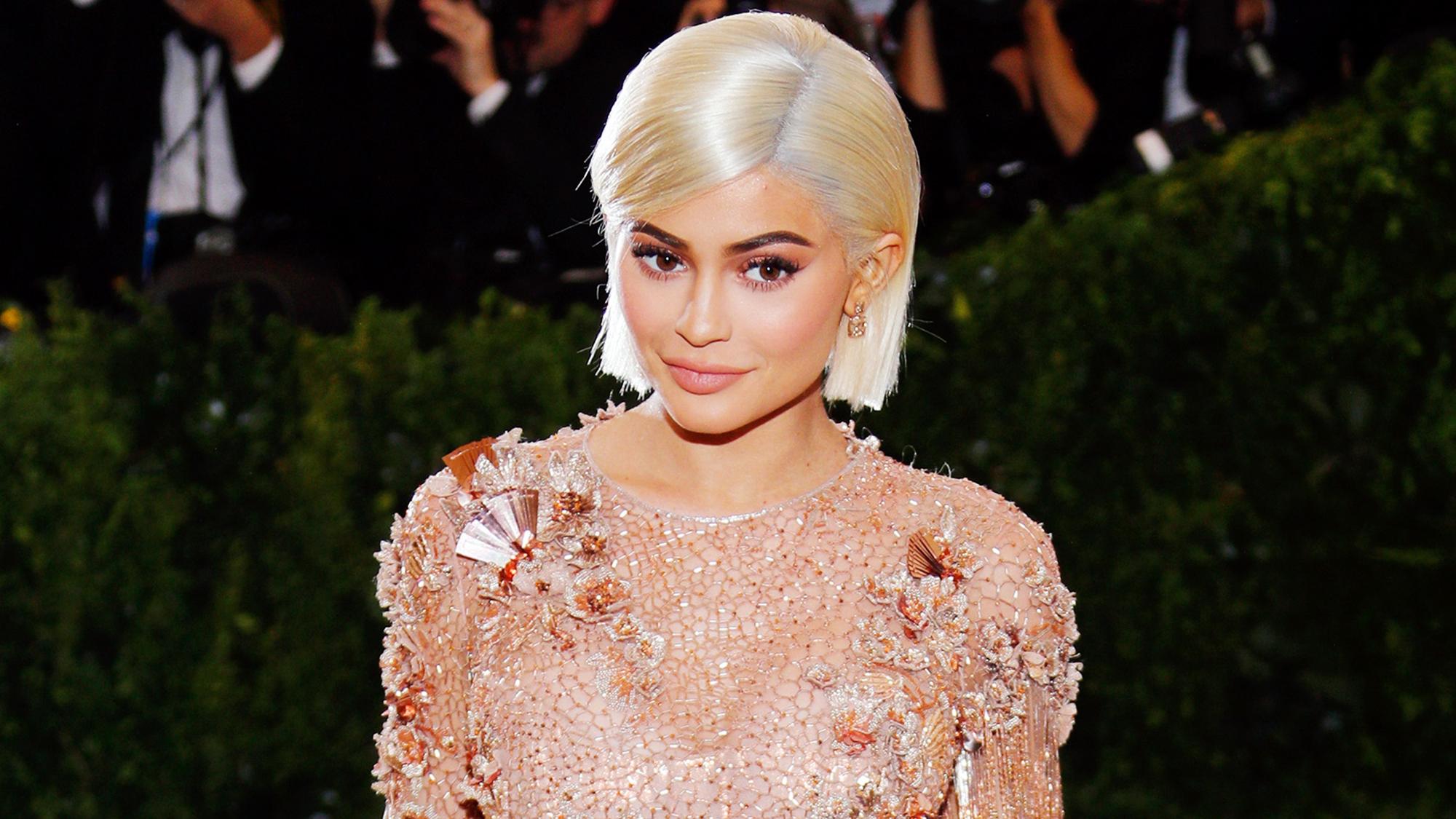 Kylie Jenner New Hair Blunt Bangs Haircut Trend Photos