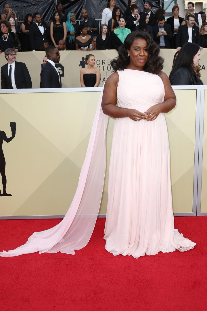 Under All Of That Old School Hollywood Glam Is A Stunning Uzo Aduba In Custom Siriano Caped Number Can Someone Give Us Tutorial On How To