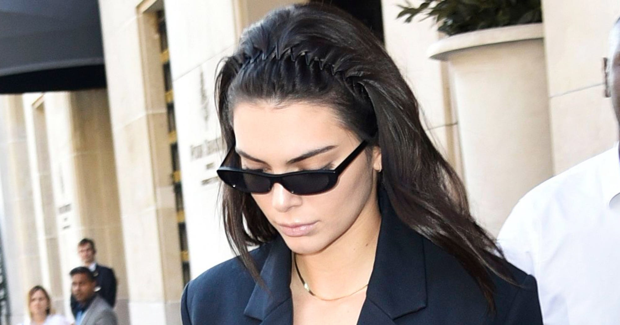 Kendall Jenner 90s Headband Is So Cheap Fall Accessory 9bc4fbca6a8
