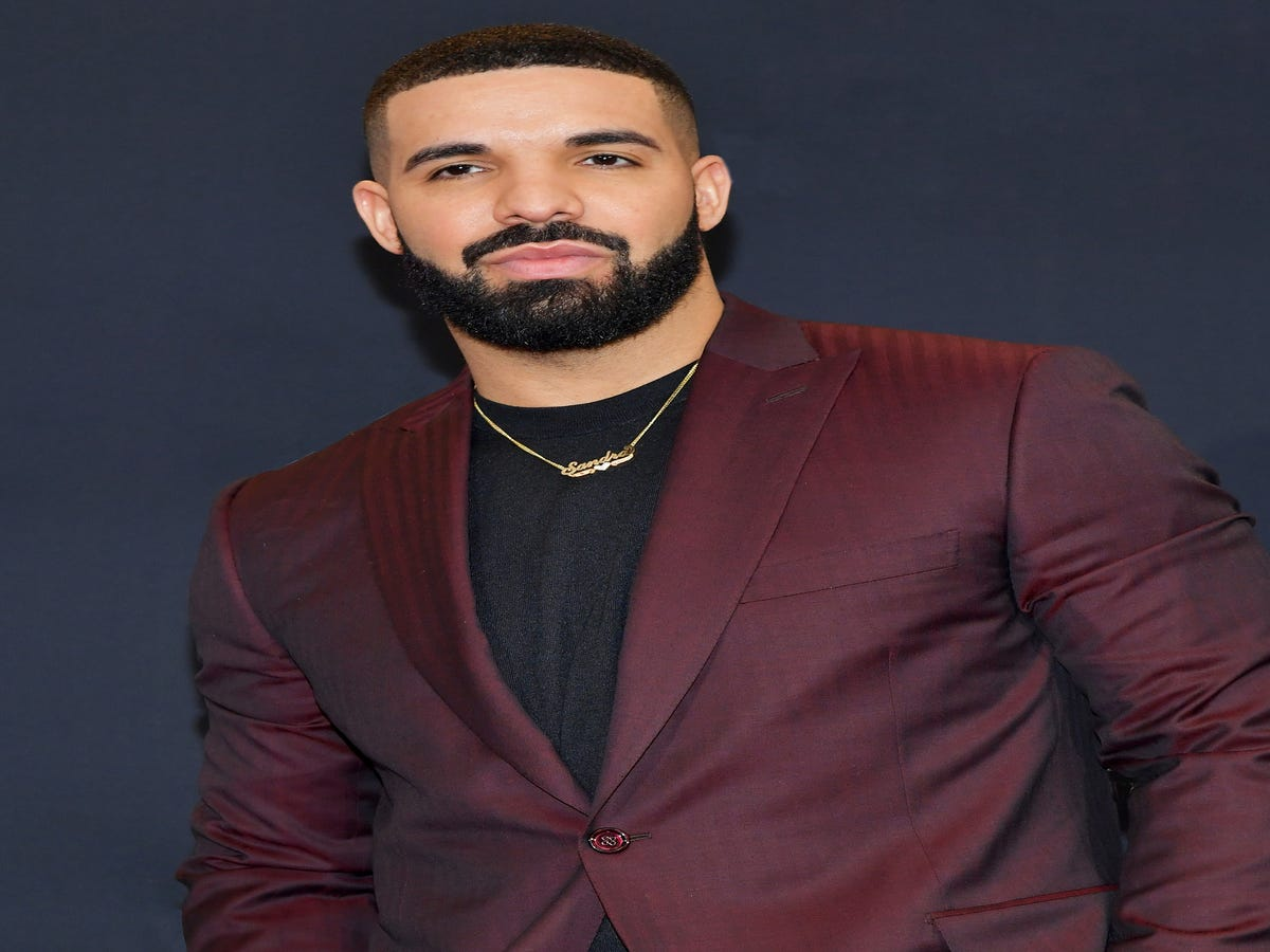 Drake s Latest Shirtless Selfie Sparks Plastic-Surgery Rumors