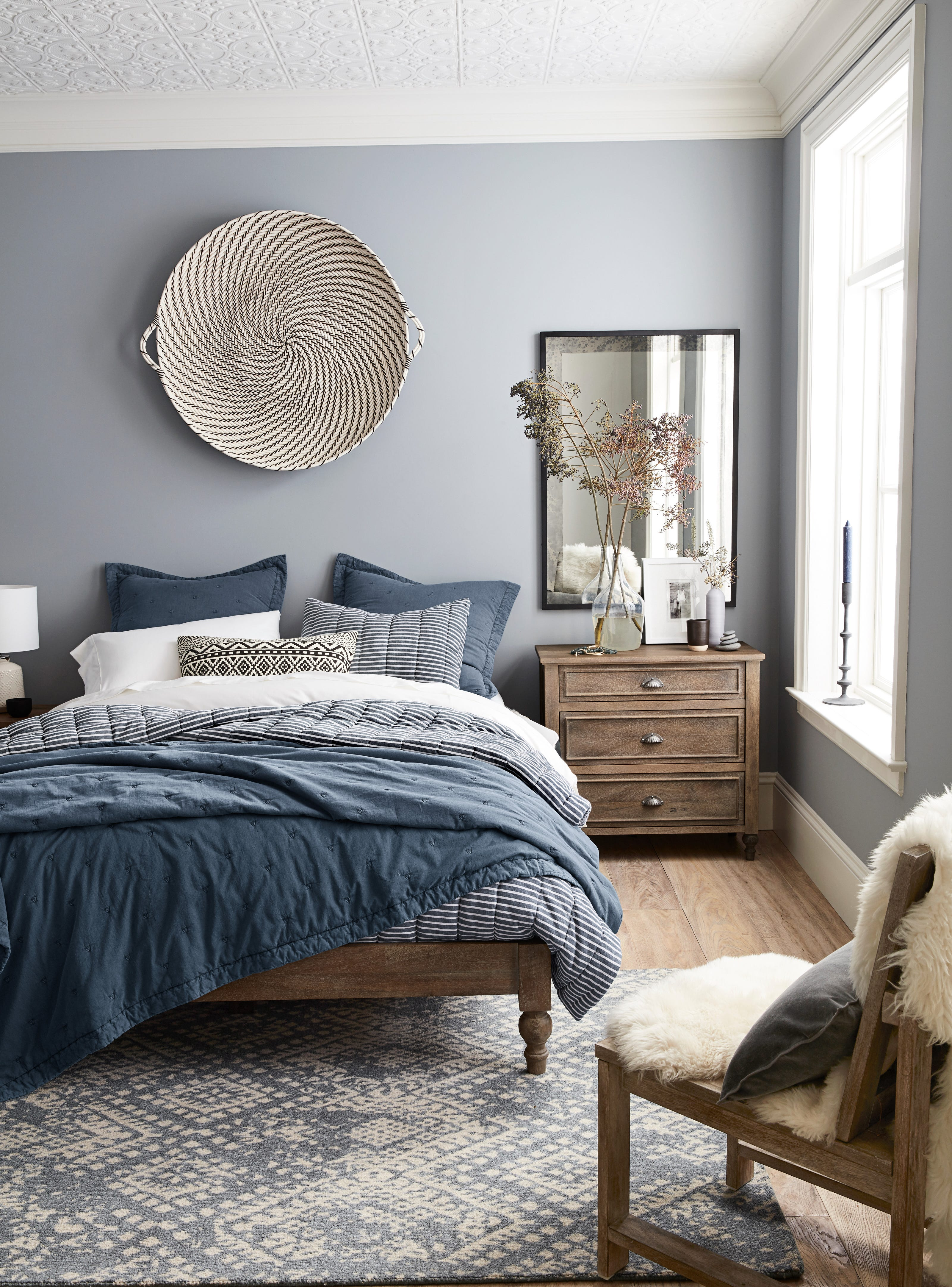 home high fresh six the idea a barns tall ivory barn platform elegance makes bed pottery of in foot mandarin new queen decor