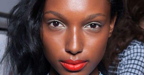 10 Holiday Lipsticks Worth Celebrating
