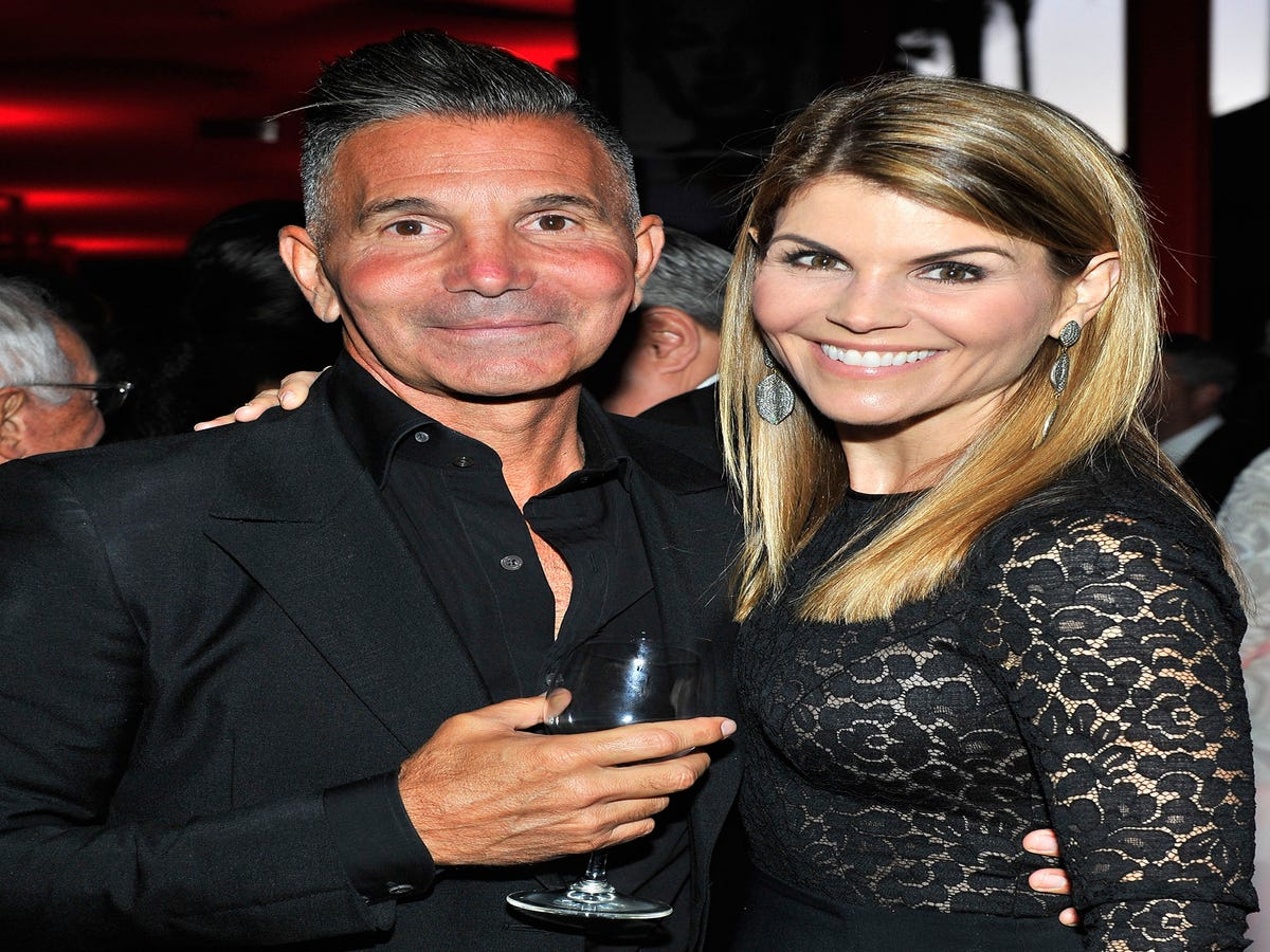 Lori Loughlin s Fashion Designer Husband Mossimo Giannulli Has His Own College Scam Story