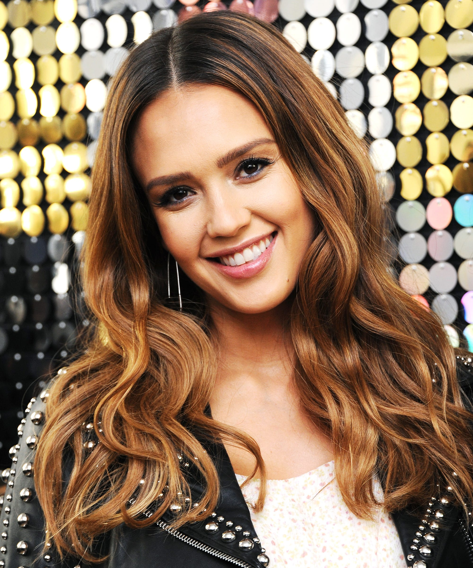 jessica alba chops off her pregnancy hair on instagram
