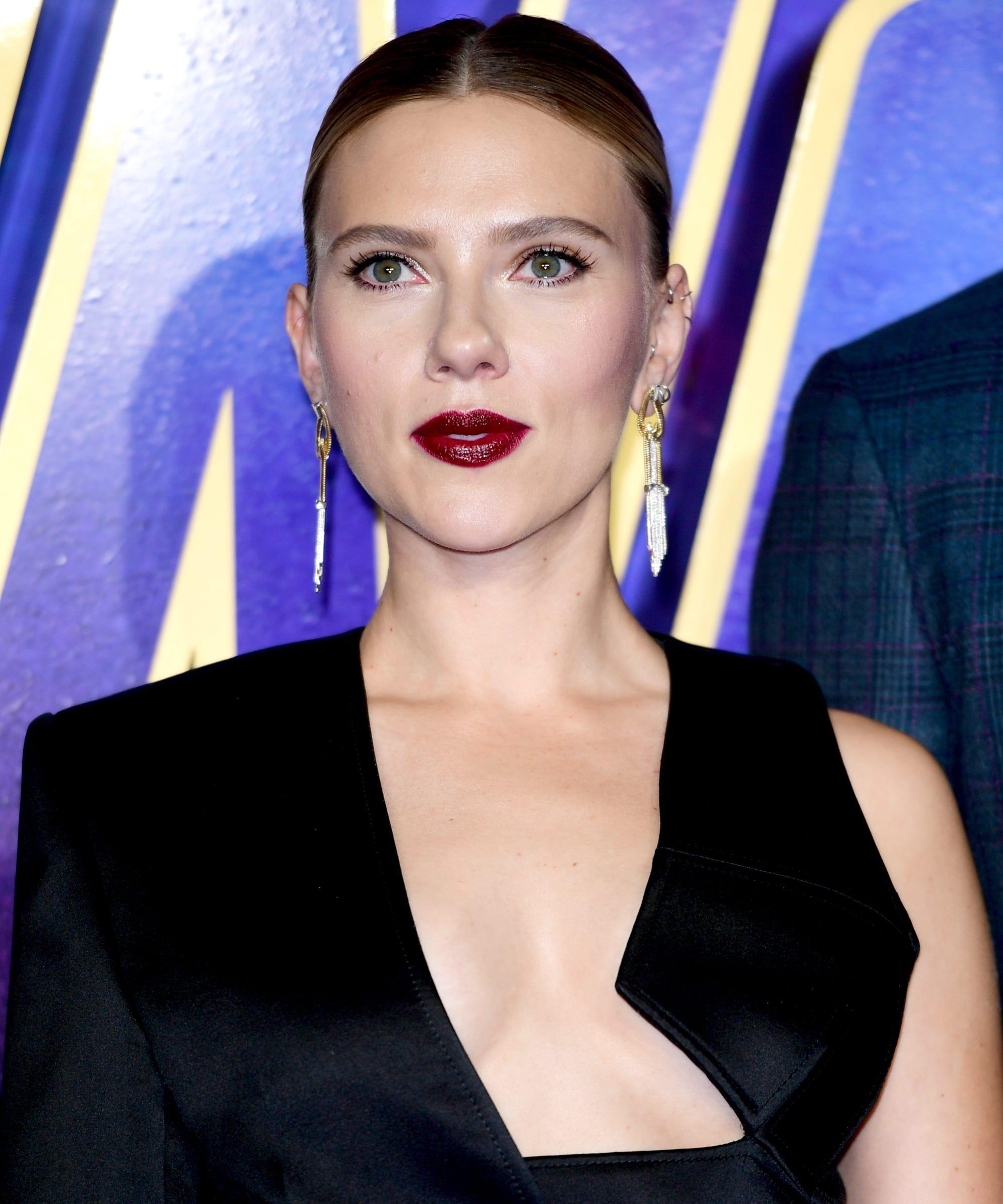 Scarlett Johansson Got Sunlit Highlights — & She Looks Stunning