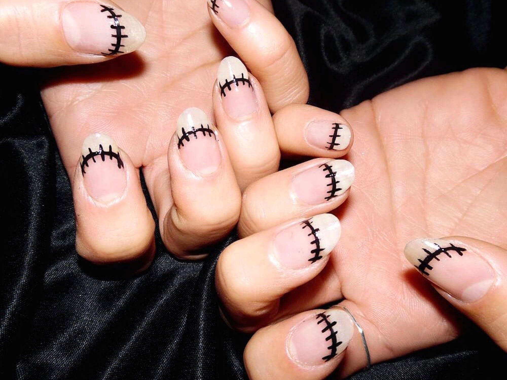 French Nails gehen auch natürlich