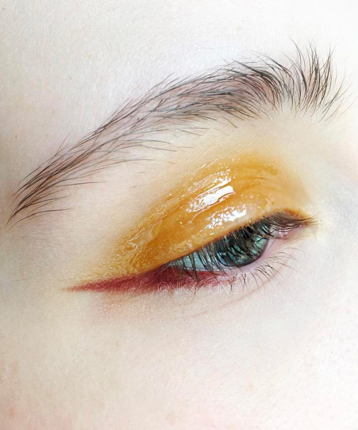 Glossy Eyelids Trend How To