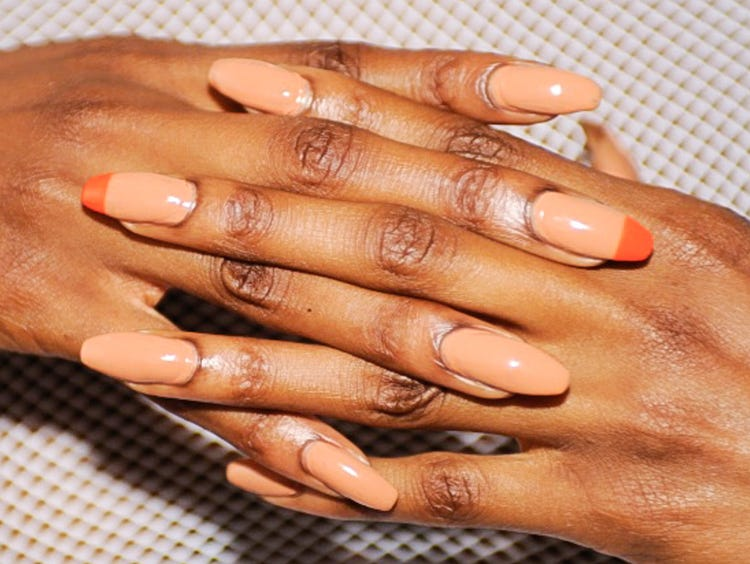 light blue and silver nails light brown hair light » 4K Pictures ...
