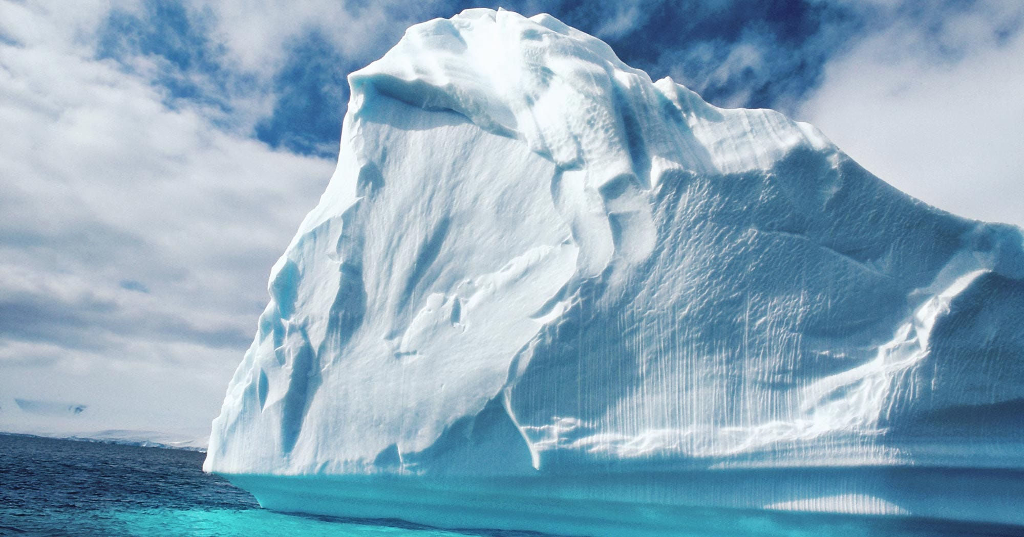 Iceberg Delaware Breaks Antarctic Peninsula