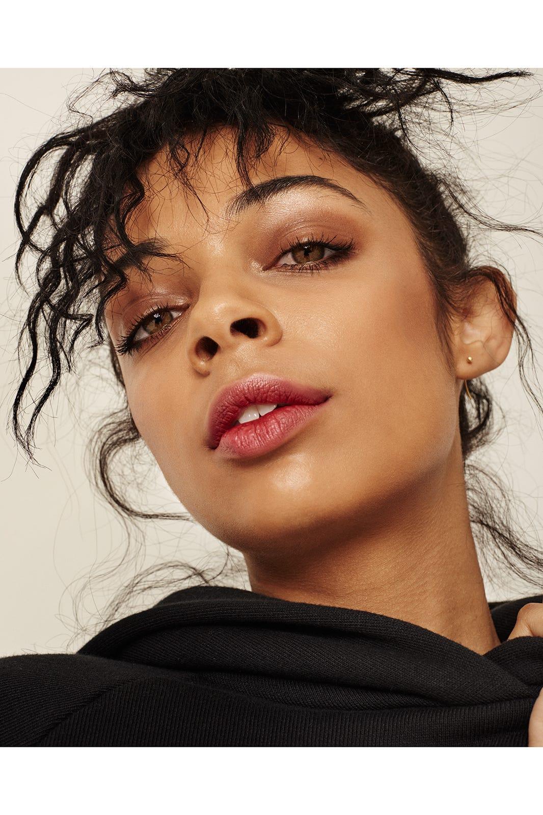 Model Makeup Off Duty Looks
