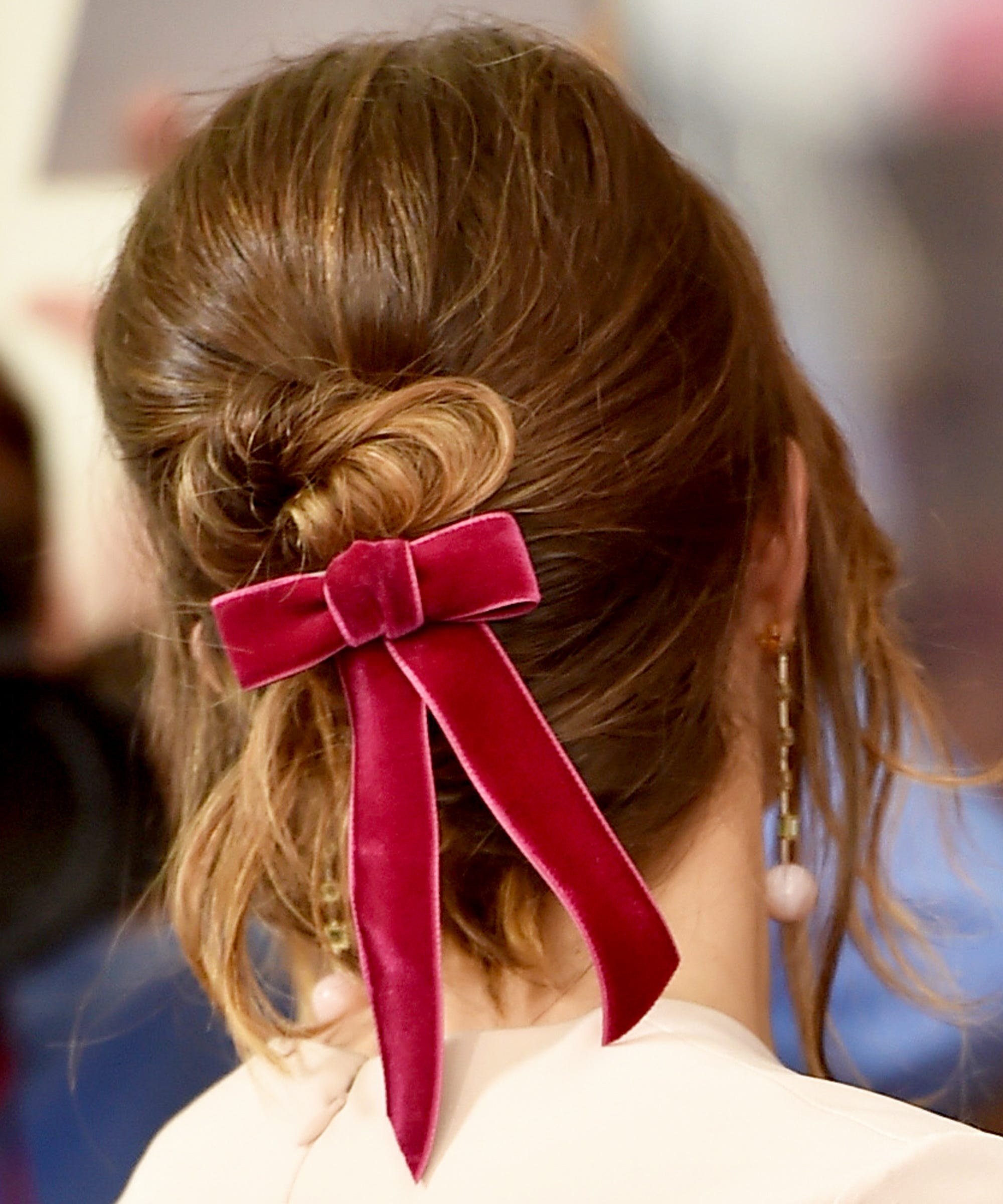 Celebrities Love This Throwback Hair Bow Ribbon Trend 7052f5e7376