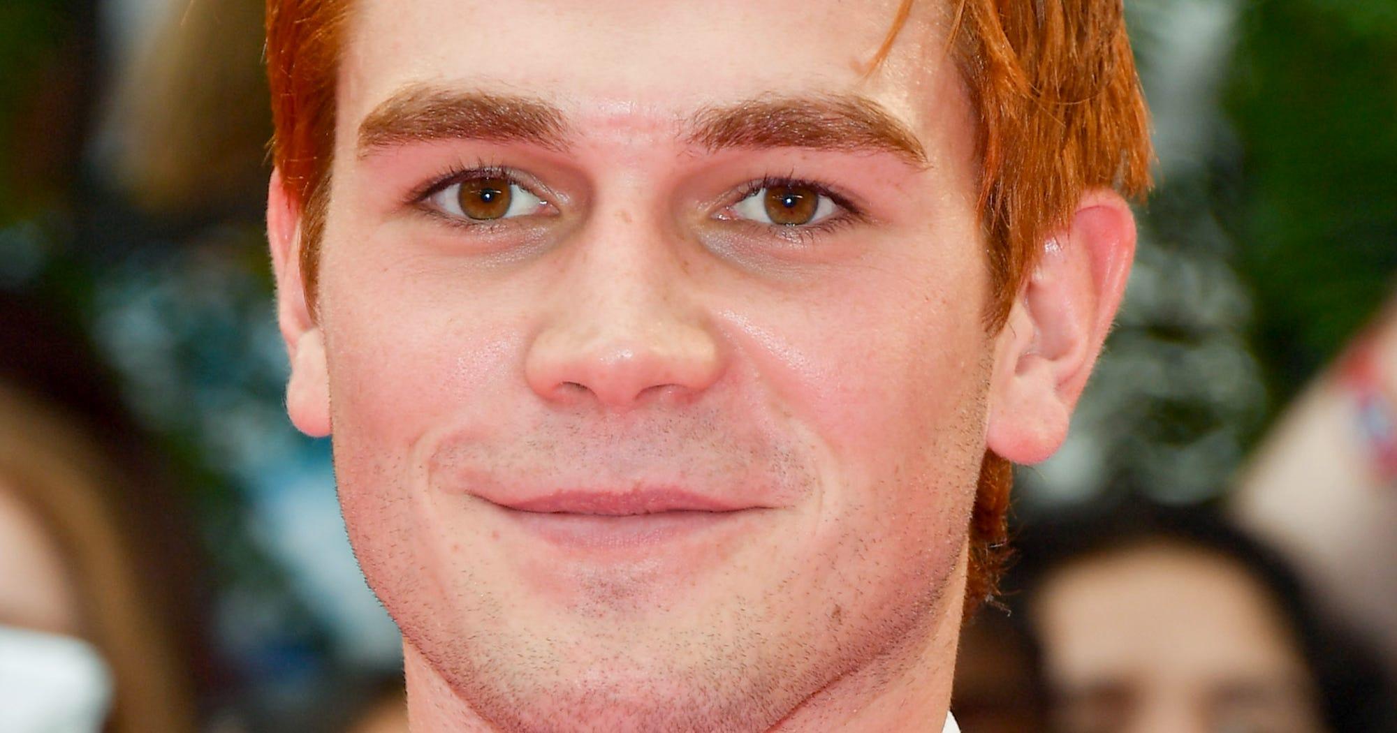 Celebrity look alike widget financial