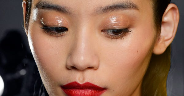 how to stop eyelids from getting oily